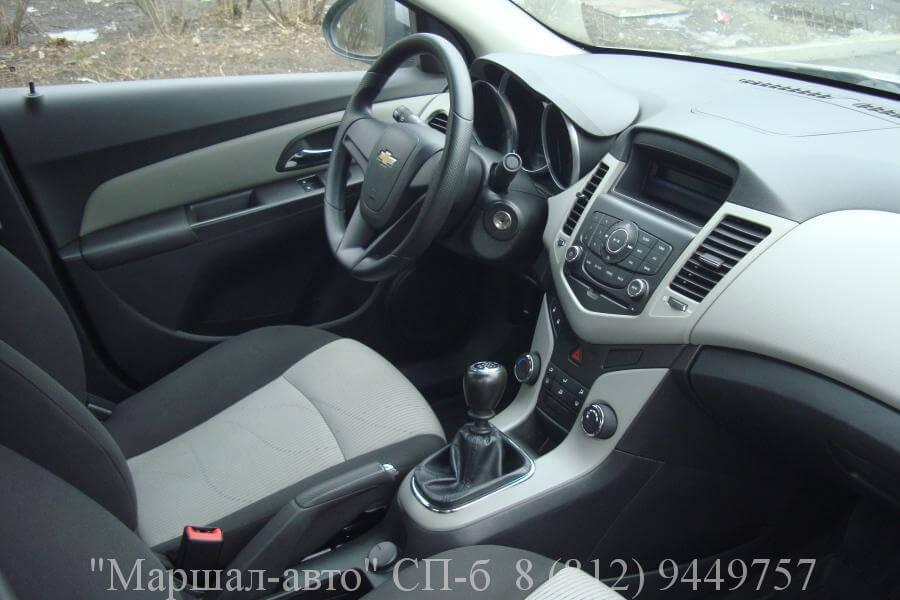 Chevrolet Cruze 12 г. 1.6 МТ 6 в Санкт-Петербурге