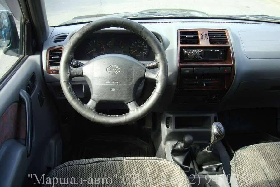 Автосалон в СПб предлагает продать автомобиль Nissan Terrano II 98 г