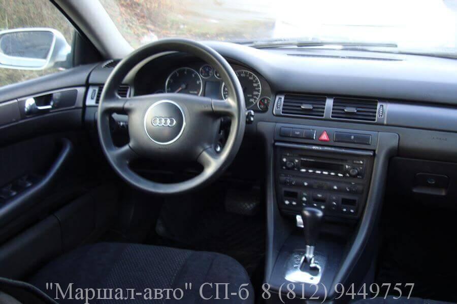 Автосалон продает автомобиль Audi A6 2001 года выпуска