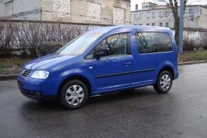 Автосалон предлагает продать авто Volkswagen Caddy 3 2008 года выпуска
